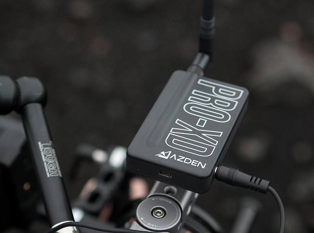 Azden® i-Coustics™ PRO-XD - Das kabellose Ansteckmikrofon für Kameras und mobile Geräte