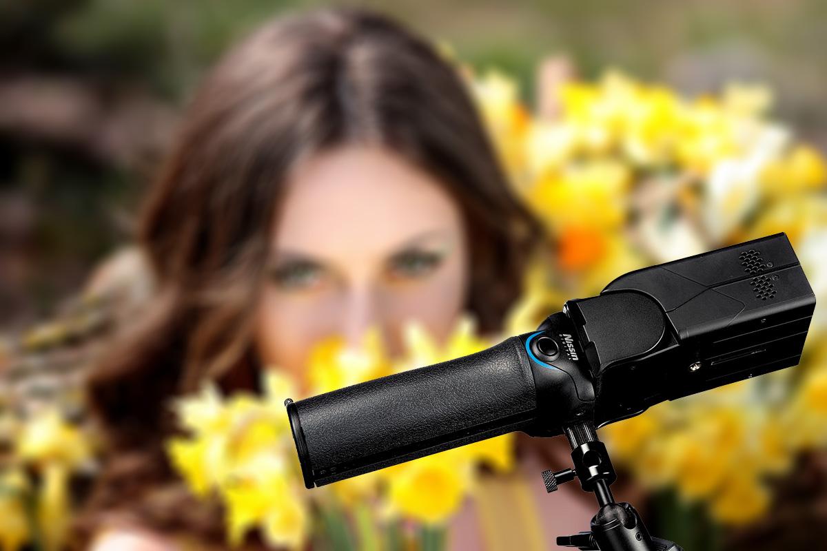 Der MG10 ermöglicht das Blitzen im Zoombereich von 24 bis 200 Millimetern, mit Diffusor auch im Weitwinkelbereich von 18 mm