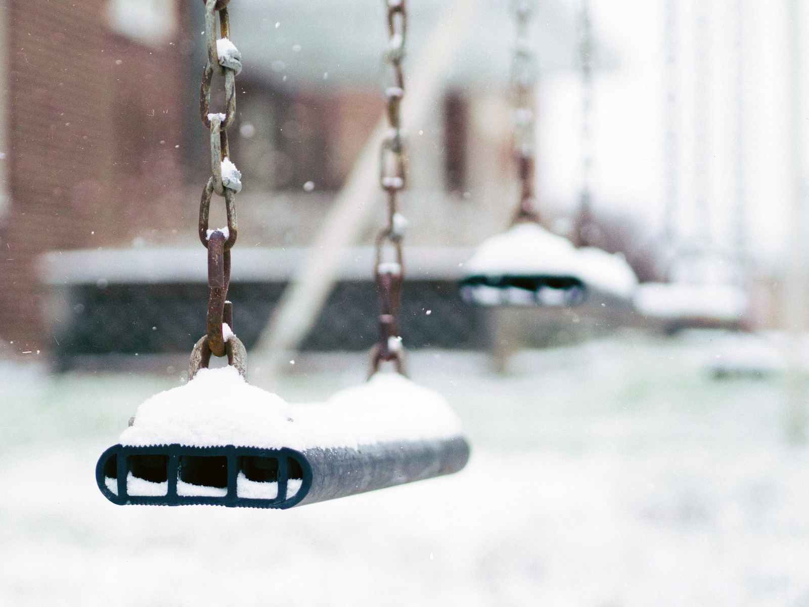 Typisches Einsatzgebiet eines ND-Filters: Unscharfe Hintergründe trotz sehr hellem Umgebungslicht, wie Schnee.